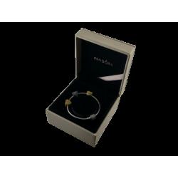 Skórzana szkatułka na bransoletki marki Pandora - pudełko na brasoletkę z charmsami, kolczyki, pierścionki i naszyjniki
